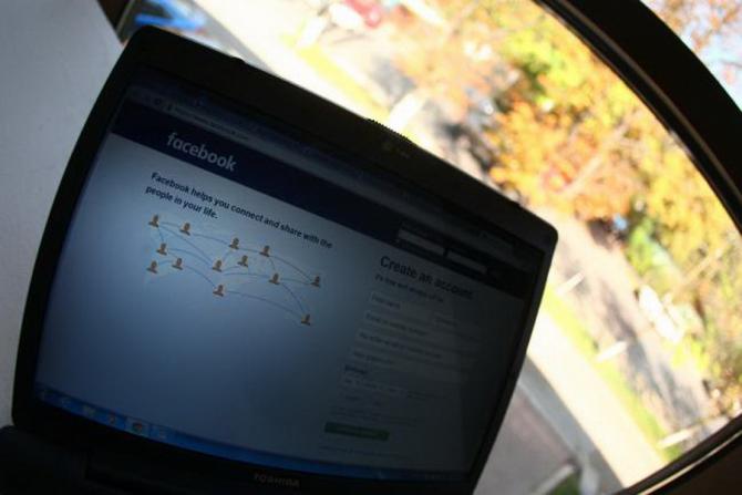 Nick Catone a dat Facebook în judecată