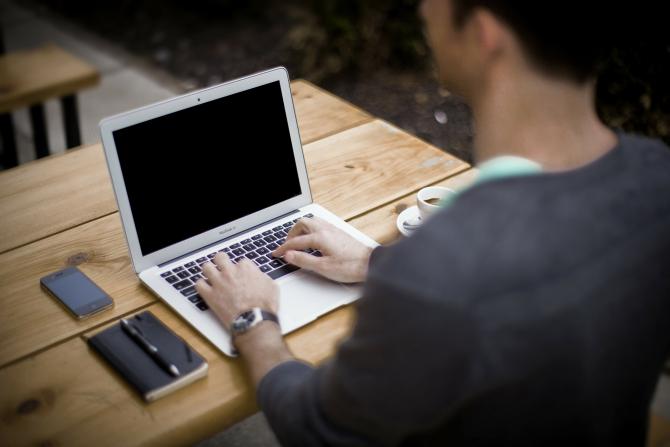 Sectorul IT și cel financiar sunt în continuare cele mai apreciate de angajați