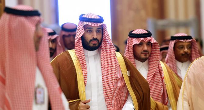 Arabia Saudită a anunţat luni că va tripla Taxa pe Valoarea Adăugată şi va suspenda plata unei alocaţii lunare de care beneficiau angajaţii în sectorul de stat
