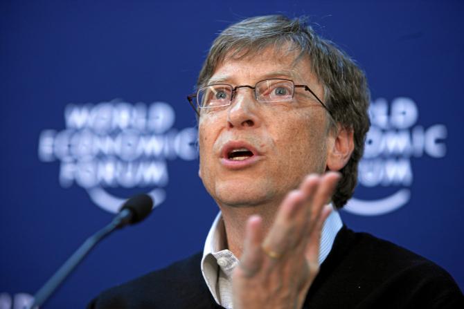 """Gates este de părere că preţul scăzut al vaccinurilor este """"strategia corectă"""" pentru a ţine în frâu epidemia COVID-19"""