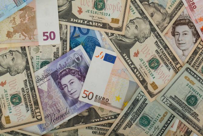 Leul a scăzut la 4,7632 lei pentru un euro