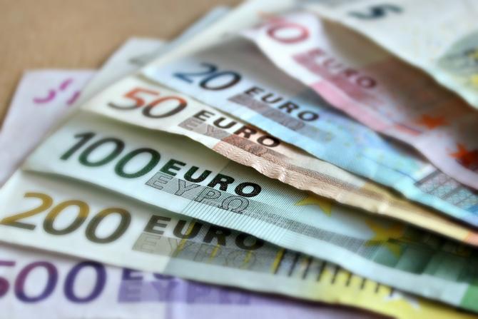 Angajaţii din domeniul sanitar din Olanda, asistente, infirmieri, îngrijitori sau angajaţi de la curăţenie, nu însă şi medicii din această ţară, vor primi o bonificaţie de 1.000 de euro net