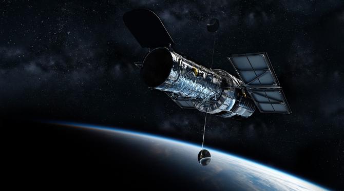 Hubble, lansat în 1990, a revoluţionat astronomia şi a bulversat viziunea noastră asupra Universului, realizând imagini cu sistemul solar, Calea Lactee şi galaxii foarte îndepărtate.