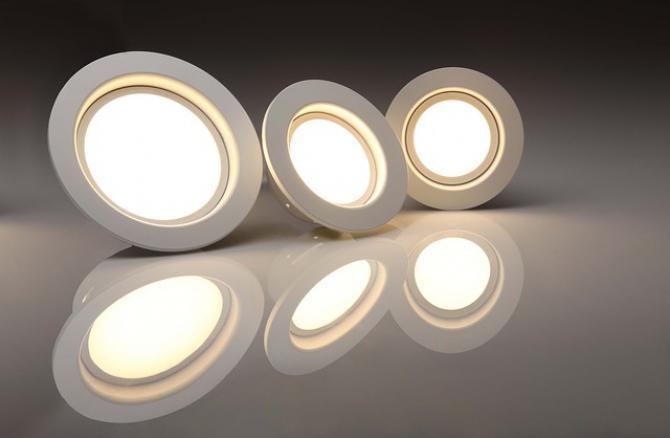 Localităţile din România vor putea înlocui corpurile de iluminat cu consum ridicat de energie electrică cu cele bazate pe tehnologia LED