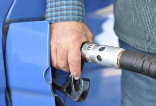 Benzinăriile italiene vor începe de miercuri noaptea să fie închise