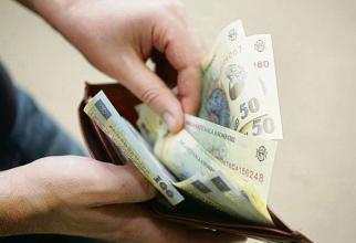 Moneda națională va traversa o perioadă bulversată