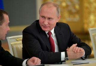 Kremlin: Putin intenţionează să îşi facă vaccinul împotriva coronavirusului