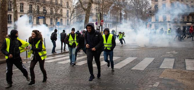 Guvernul francez caută vinovații în afara țării