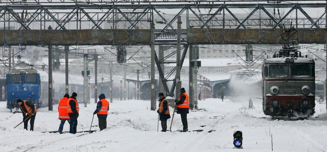 Trenurile au intarzieri din cauza ninsorii