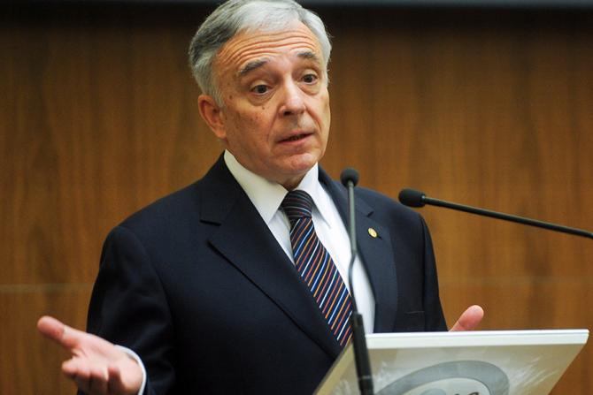 Mugur Isarescu, guvernatorul Băncii Naționale