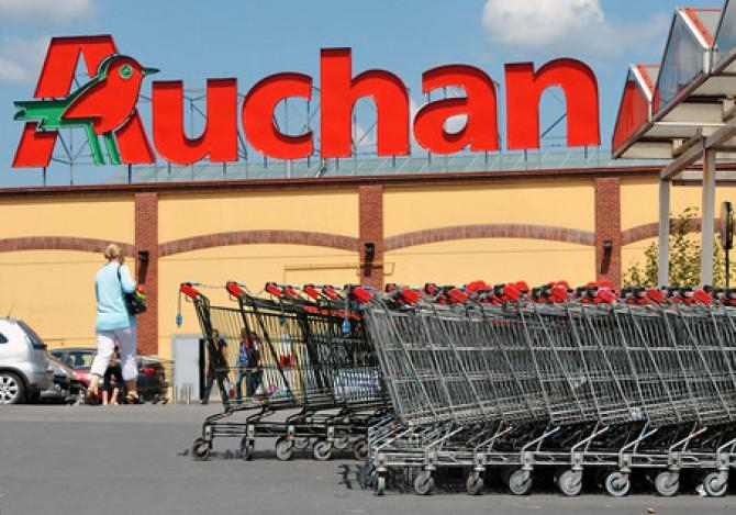 Retailerul Auchan a anunţat marţi că intenţionează să renunţe la 517 angajaţi din Franţa
