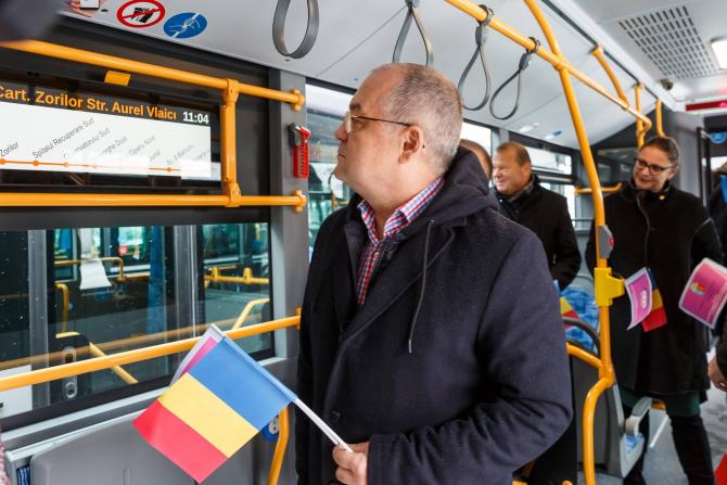 Emil Boc vrea să lege trenul metropolitan de rețeaua CFR