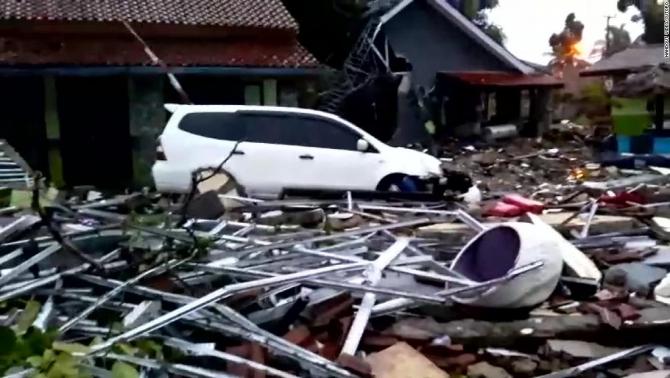 Dezastru dupa tsunamiul din Indonezia