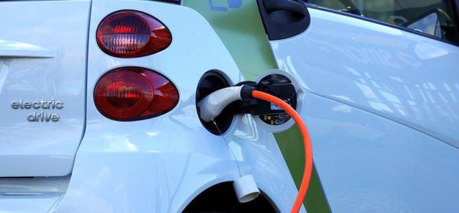 Primăria Capitalei a inaugurat șapte staţii de încărcare a maşinilor electrice