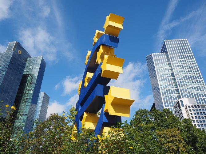 Şeful UniCredit: Europa va avea bănci mai mari