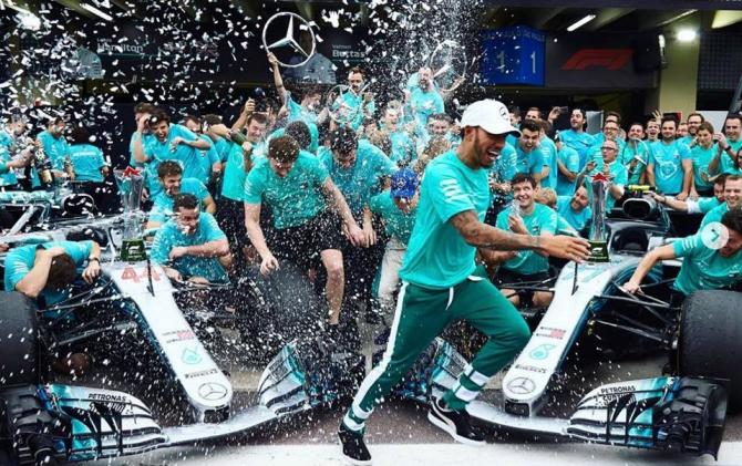 O nouă victorie pentru Lewis Hamilton