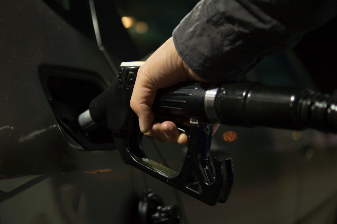 Supraacciza la benzină a contribuit la scumpirea carburanților