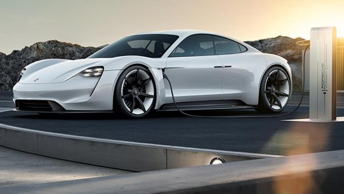 BMW și Porsche prezintă stația care încarcă mașinile electrice în 3 minute