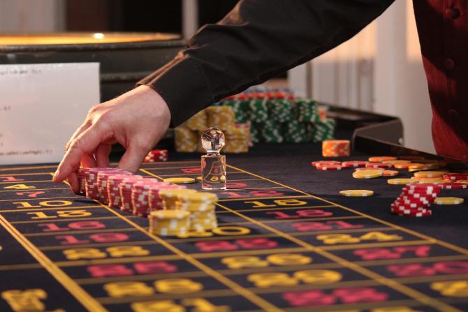 Albanezii sunt împătimiți ai jocurilor de noroc