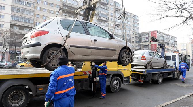 Mașină ridicată de autorități pentru parcare neregulamentară