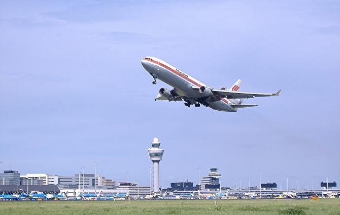 Scăderi consistene la biletele de avion cumpărate în ianuarie