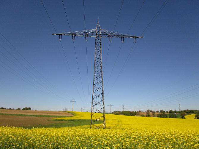 Prețul energiei pe bursa spot a scăzut cu 26%