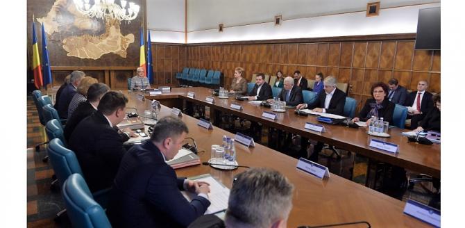 Teodorovici vrea să controleze strict cheltuielile colegilor săi