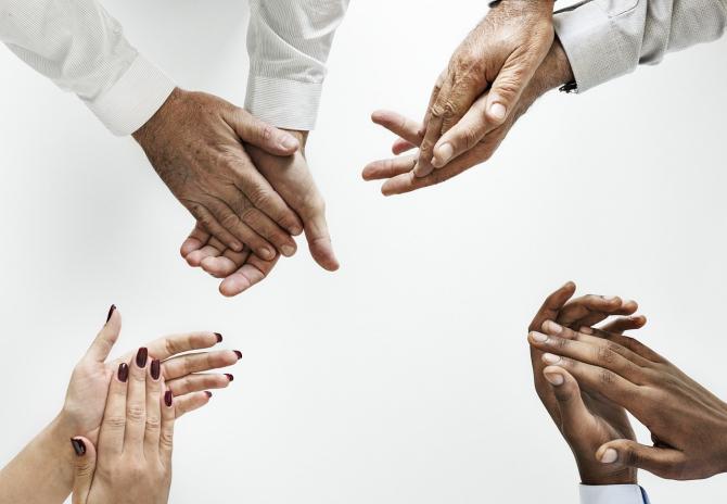 Mâinile corporatiștilor sunt organe suprasolicitate