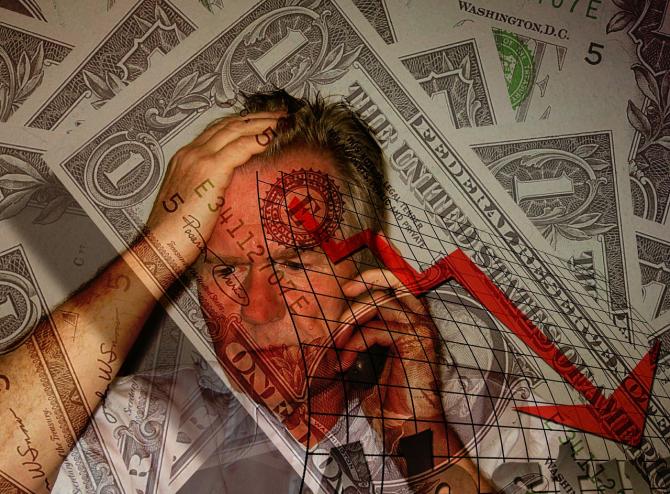 Investitorii pleacă de pe piețe și își retrag banii din fondurile de investiții