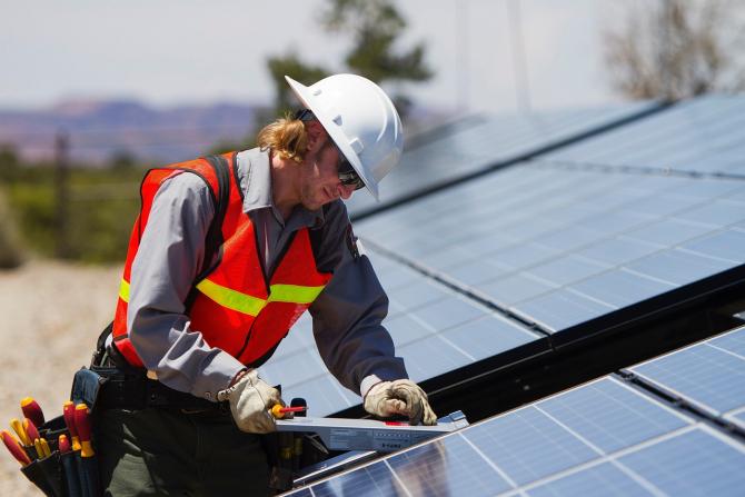 Ţările africane instalează panouri fotovoltaice până şi pe moschei