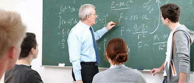 Profesorii şi învăţătorii vor avea salarii mărite în 2020