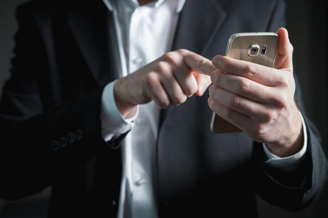 Huawei este suspectată de spionaj
