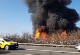 Incendiu la un centru de dezmebrări auto
