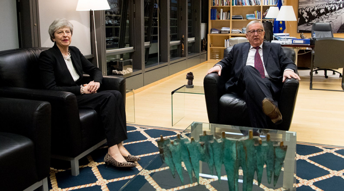 Theresa May și Jean-Claude Juncker