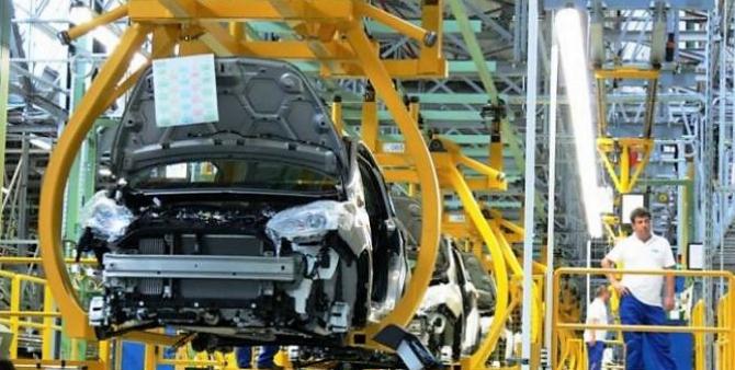 Al doilea contructor auto care își schimbă strategia