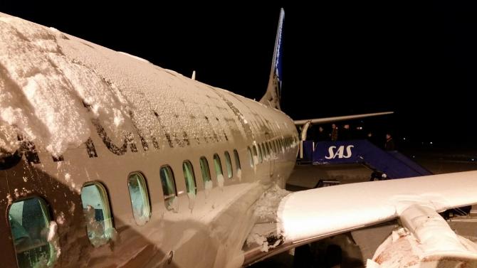 Peste 100 de zboruri au fost anulate