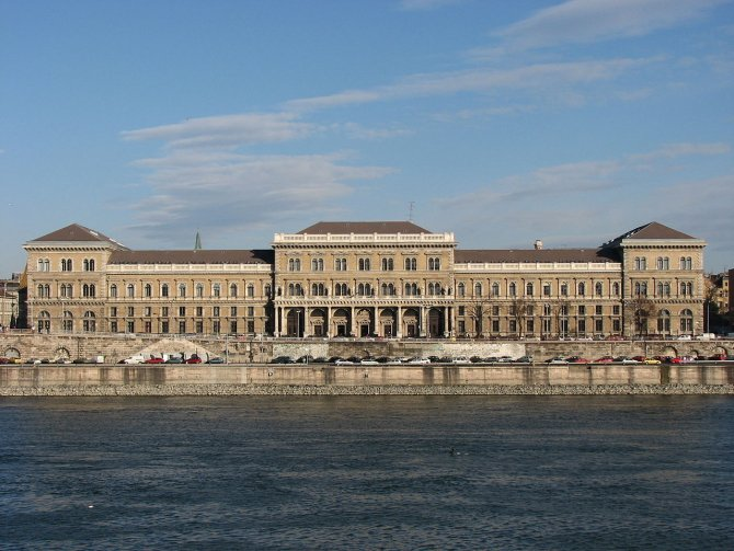 Universitatea Corvinus
