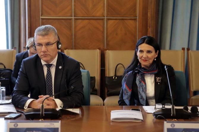 Miniștrii Apelor și Sănătății, Ioan Deneș, respectiv Sorina Pintea
