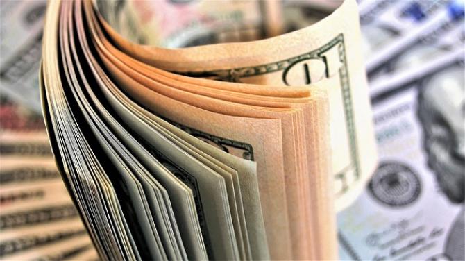 Dolarul american a scăzut cu aproape jumătate de ban