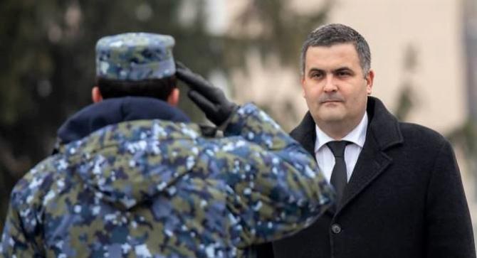 Ministrul apărării creionează un scenariu pesimist