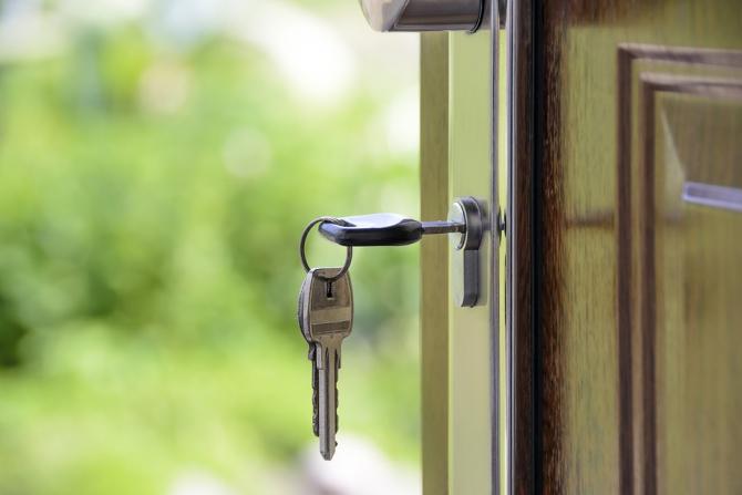 Licitație pentru imobile executate silit