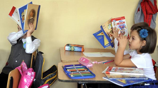 Guvenul se gândește să amâne începerea anului școlar