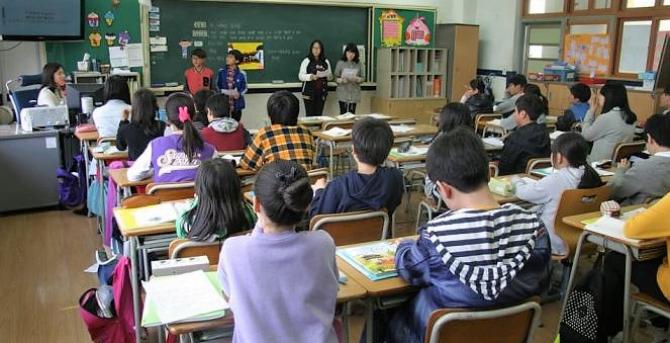Elevii au primit burse