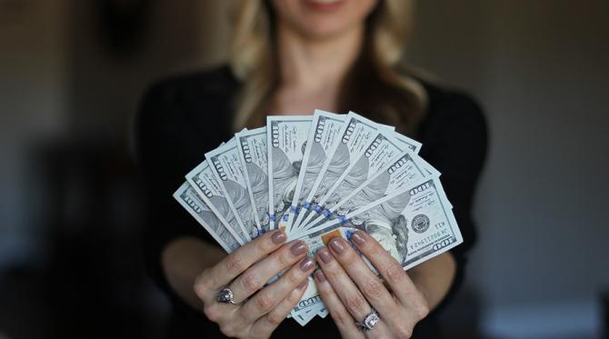 Băncile și clienții lor stau cu sufletul la gură în așteptarea deciziei CCR