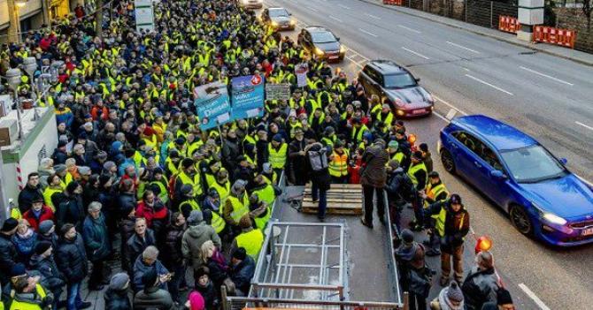 Vestele galbene protestează la Stuttgart