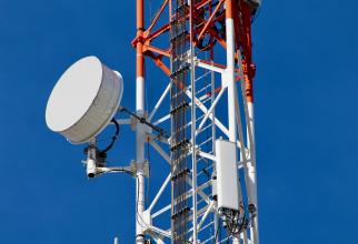 Grupul Vodafone a precizat că două fonduri de investiţii, Digital Colony şi RRJ, au convenit să cumpere acţiuni Vantage Towers în valoare de 500 milioane respectiv 450 milioane de euro.