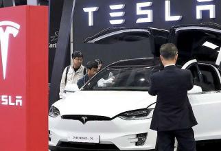 Elon Musk vrea să facă economii