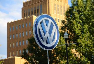 Volkswagen a recunoscut în 2015 că a folosit software ilegal, instalat pe motoarele mașinilor din Statele Unite, pentru a ascunde emisiile reale de noxe ale motoarelor sale.