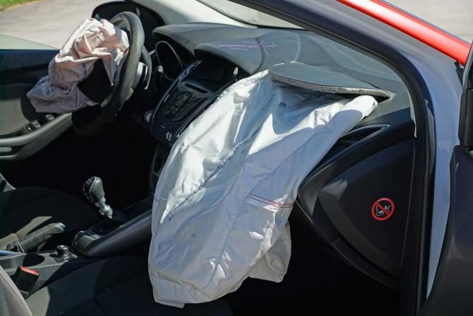 Airbag-urile și volanele au fost vândute la prețuri mai mari