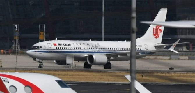 Zeci de avioane român la sol